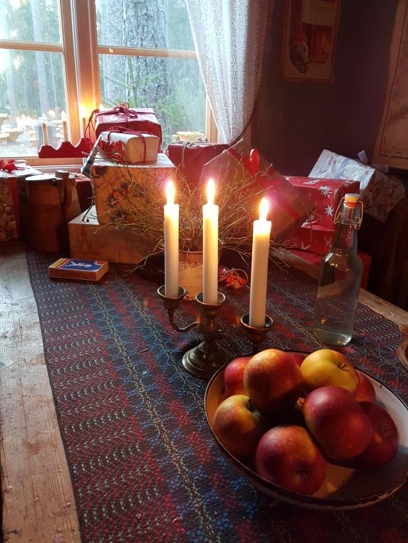 julapplen-i-tomtens-stuga